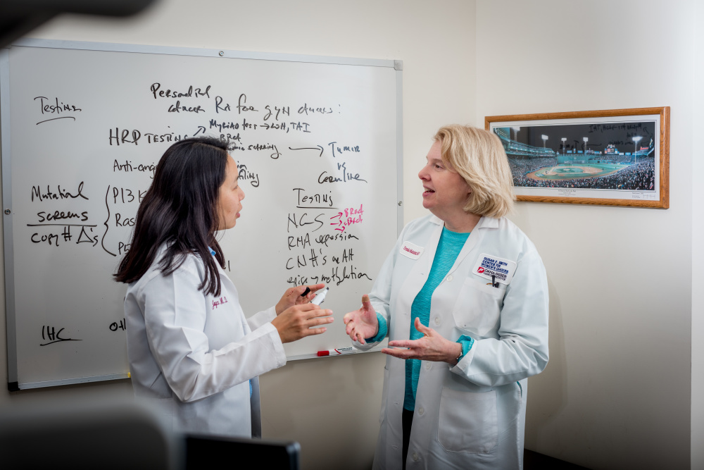 Matulonis and Joyce Liu, MD, MPH (left), study drug combinations to treat ovarian cancer.