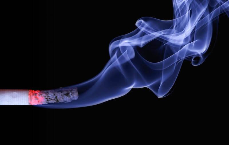 Menthol cigarettes and regular cigarettes have a similar design, but menthol cigarettes use menthol additives.